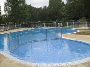 Check out this great swimming pool. At less than €12 per night, this site was a great find